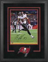 Tampa Bay Buccaneers Deluxe 16'' x 20'' Vertical Photograph Frame with Team Logo - Mounted Memories