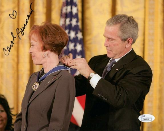 CAROL BURNETT HAND SIGNED 8x10 PHOTO     GETTING MEDAL FROM GEORGE BUSH      JSA