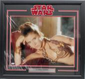 "Carrie Fisher Signed Star Wars ""princess Leia"" 16x20 Photo Framed Psa/dna Z29090"