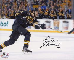 Zdeno Chara Boston Bruins Autographed 8'' x 10'' Horizontal Shooting Photograph - Mounted Memories