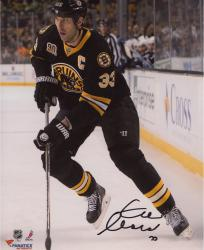 Zdeno Chara Boston Bruins Autographed 8'' x 10'' Vertical With Puck Photograph - Mounted Memories