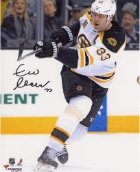 Zdeno Chara Boston Bruins Autographed 8'' x 10'' Vertical White Uniform Photograph - Mounted Memories