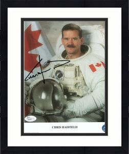 CHRIS HADFIELD HAND SIGNED 8x10 COLOR PHOTO   RARE    CANADIAN ASTRONAUT     JSA