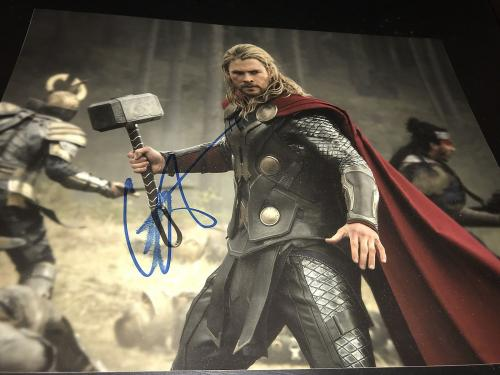 CHRIS HEMSWORTH SIGNED AUTOGRAPH 11x14 PHOTO THOR MARVEL AVENGERS IN PERSON E