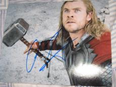 CHRIS HEMSWORTH SIGNED AUTOGRAPH 8x10 PHOTO THOR 2 AVENGERS PROMO IN PERSON NY 2