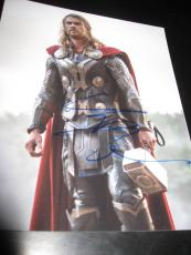 CHRIS HEMSWORTH SIGNED AUTOGRAPH 8x10 PHOTO THOR AVENGERS PROMO IN PERSON COA L