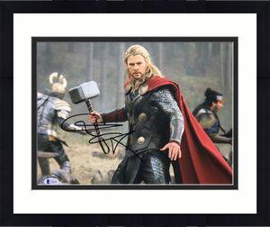 Chris Hemsworth Signed Marvel 'Avengers' 11x14 Photo BAS D46096