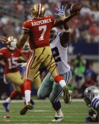 Colin Kaepernick San Francisco 49ers Autographed 8'' x 10'' Jump Pass Throwing Photograph