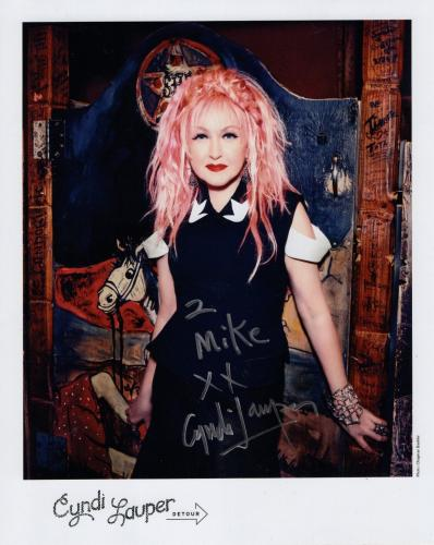 CYNDI LAUPER HAND SIGNED 8x10 COLOR PHOTO+COA     INCREDIBLE POSE     TO MIKE