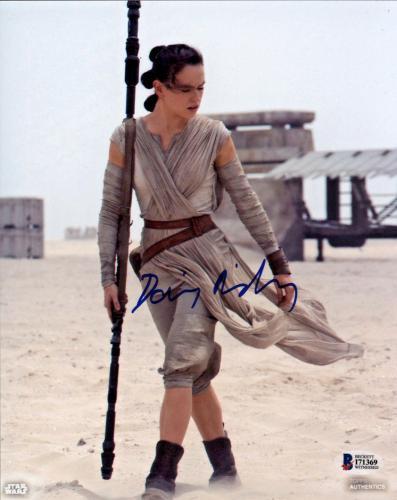 Daisy Ridley Signed Star Wars The Force Awakens 8x10 Photo 2 - Rey Beckett BAS