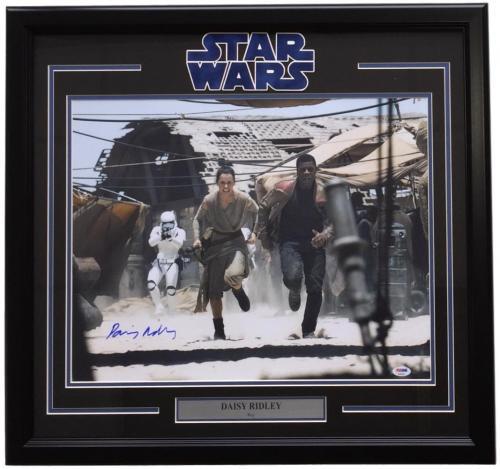 Daisy Ridley Signed Framed Star Wars: The Force Awakens 16x20 Running Photo PSA