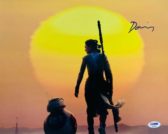 Daisy Ridley Signed Star Wars The Force Awakens 11x14 Photo - Rey Beckett PSA 20