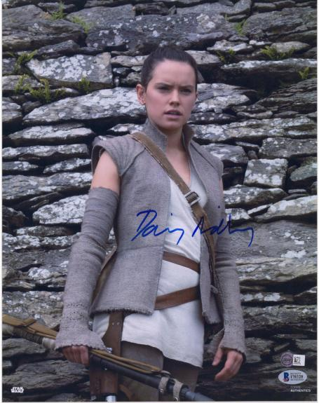 "Daisy Ridley The Last Jedi Autographed 12"" x 18"" Photograph - BAS"