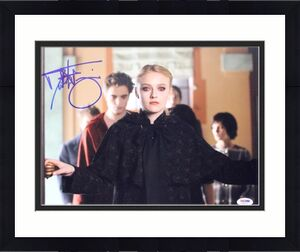 Dakota Fanning Twilight Signed 11X14 Photo Autographed PSA/DNA #L68925