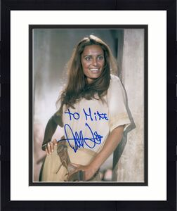 DALIAH LAVI HAND SIGNED 8x10 COLOR PHOTO+COA       GORGEOUS ACTRESS      TO MIKE