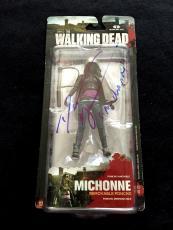 "Danai Gurira Signed 'the Walking Dead' Mcfarlane Figure ""michonne"" Psa/dna"