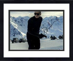 "DANIEL CRAIG Signed Autographed ""JAMES BOND 007"" 11x14 Photo Beckett BAS #D29425"