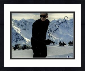 "DANIEL CRAIG Signed Autographed ""JAMES BOND 007"" 11x14 Photo Beckett BAS #H50052"