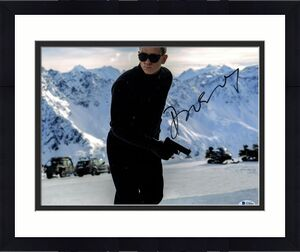 "DANIEL CRAIG Signed Autographed ""JAMES BOND 007"" 11x14 Photo Beckett BAS #S29095"