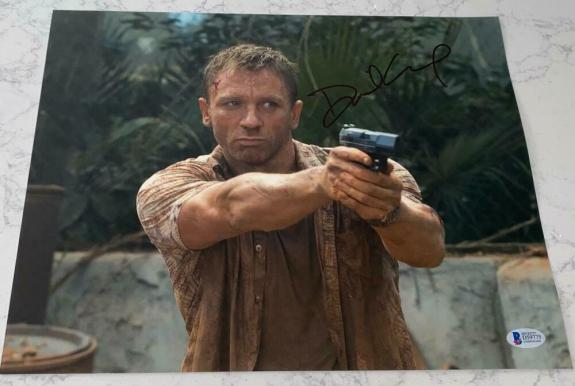 DANIEL CRAIG SIGNED FULL NAME AUTOGRAPH CLASSIC JAMES BOND 11x14 PHOTO BECKETT B
