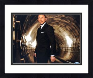 Daniel Craig Signed 'James Bond' 11x14 Photo *Casino Royale/Skyfall/Spectre BAS