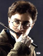 Daniel Radcliffe SIGNED 11x14 Photo Harry Potter RARE PSA/DNA AUTOGRAPHED