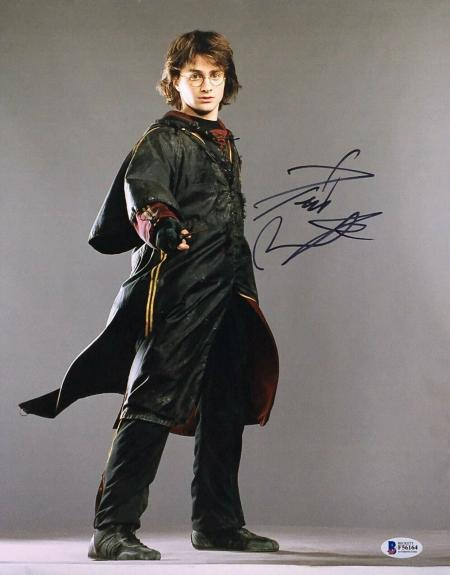 Daniel Radcliffe Signed 'Harry Potter' 11x14 Photo BAS Beckett F56164