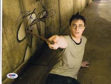 Daniel Radcliffe signed *Harry Potter* 8X10 photo PSA/DNA Authenticated V52970