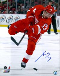 "Pavel Datsyuk Detroit Red Wings Autographed 16"" x 20"" Photograph"