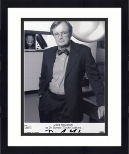 DAVID MCCALLUM HAND SIGNED 8x10 PHOTO       GREAT POSE   DUCKY FROM NCIS     JSA
