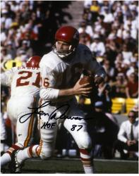 Len Dawson Kansas City Chiefs Autographed 8'' x 10'' Looking to Pass Photograph with HOF 87 Inscription - Mounted Memories