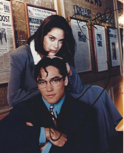 """DEAN CAIN as SUPERMAN and TERI HATCHER as LOIS LANE in the TV Series """"LOIS & CLARK: The NEW ADVENTURES of SUPERMAN"""" Signed 8x10 Color Photo"""