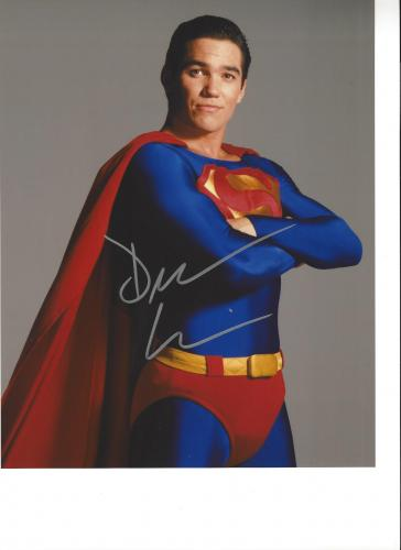 """DEAN CAIN as SUPERMAN in TV Series """"LOIS & CLARK: The NEW ADVENTURES Of SUPERMAN"""" Signed 8x10 Color Photo"""