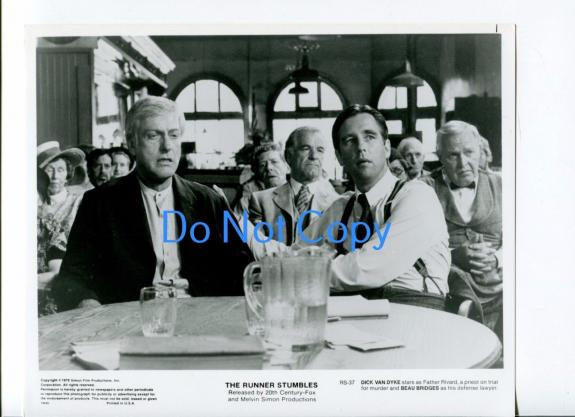 Dick Van Dyke Beau Bridges Runner Stumbles Original Movie Glossy Press Photo