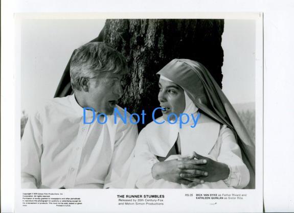 Dick Van Dyke Kathleen Quinlan Runner Stumbles Original Movie Press Photo
