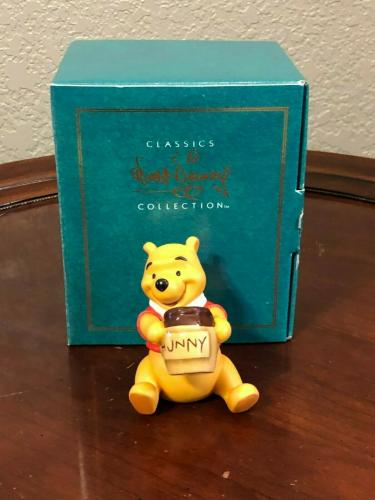 Disney WDCC Winnie The Pooh and The Honey Tree Time for Something Sweet Figurine