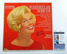 Doris Day Signed Soundtrack Record Album Wonderful Day w/ JSA AUTO