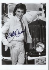 DUDLEY MOORE HAND SIGNED 5x7 PHOTO+COA        AWESOME POSE AS ARTHUR