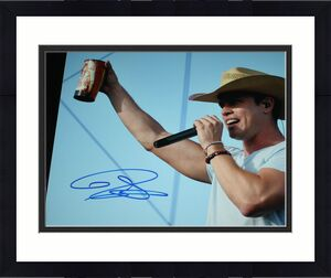 Signed Dustin Lynch Photo - 11 x 14 Angels Hell of a Night PSA DNA2