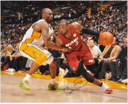 Dwyane Wade Miami Heat Autographed 16'' x 20'' vs. Kobe Bryant Horizontal Photograph - Mounted Memories