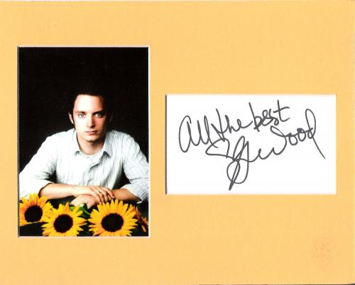 """ELIJAH WOOD - Best Known for his Role as FRODO BAGGINS in """"THE LORD of the RINGS"""" Triology - Signed 4x3 Index Card on 10x8 Matted with Photo"""