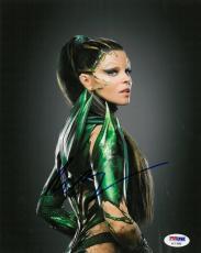 Elizabeth Banks Signed Power Rangers Autographed 8x10 Photo PSA/DNA #AC11899