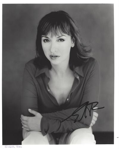 """ELIZABETH PENA -ACTRESS/WRITER/MUSICIAN- Movies Include """"NOTHING LIKE THE HOLIDAYS"""", """"LA BAMBA"""" and """"LONE STAR"""" (Passed Away 2014) Signed 8x10 B/W Photo"""