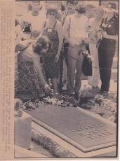 Elvis Presley Funeral 3rd Anniv. 1980 Type 1 AP Press News Wire Photograph Photo