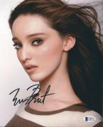Emma Dumont Signed 8x10 Photo *Aquarius*The Gifted BAS Beckett D46751