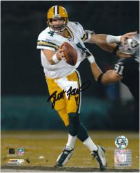 Brett Favre Green Bay Packers Autographed 8'' x 10'' vs Oakland Raiders Photograph - Mounted Memories