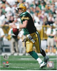 Brett Favre Green Bay Packers Autographed 8'' x 10'' Roll Out Photograph - Mounted Memories