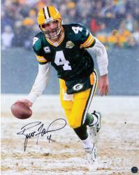 Brett Favre Green Bay Packers Autographed 16'' x 20'' The Flip Photograph - Mounted Memories