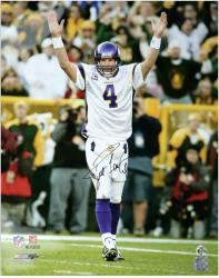 Brett Favre Minnesota Vikings Autographed 16'' x 20'' Arms Raised Photograph - Mounted Memories
