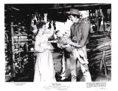 "FESS PARKER - Starred in this 1957 WALT DISNEY PRODUCTIONS ""OLD YELLER"" Signed 10x8 B/W Photo"